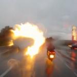 Дождь и сумерки - пламенные фары